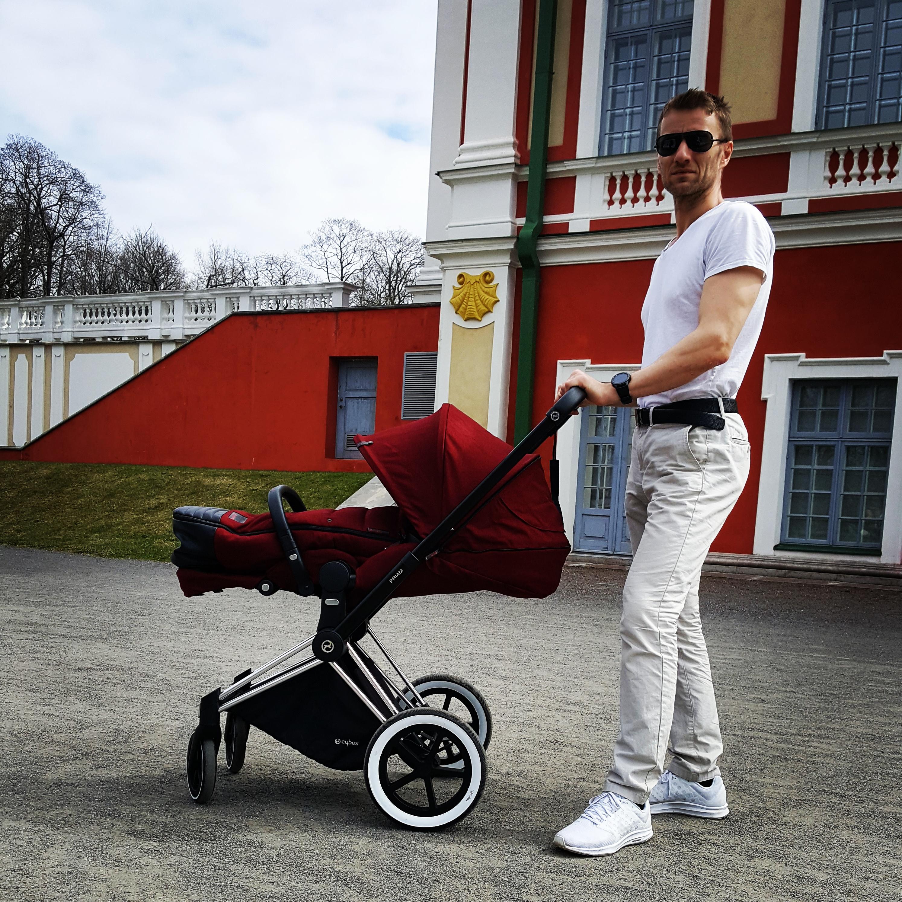 Lapsevankriga jalutamas